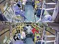 公交车与出租车擦碰急刹致女子摔倒身亡,责任谁来承担?